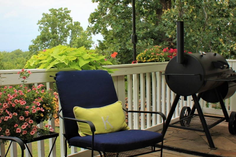 Tips for Responsible Meat Smoking for a Balcony